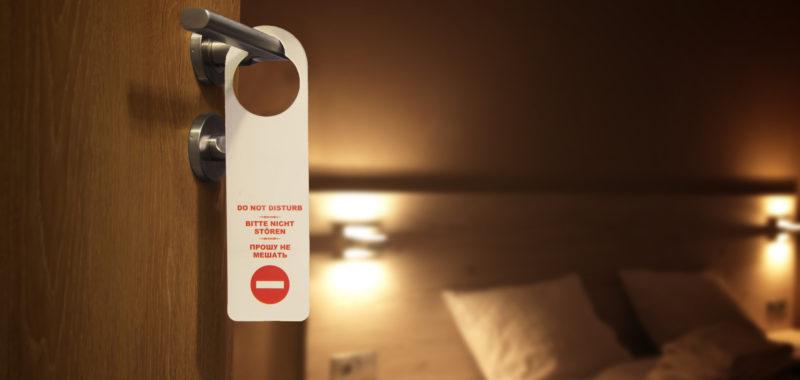"""8 טיפים לשמירת שבת במלון בחו""""ל"""